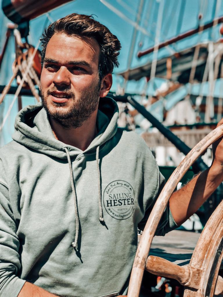 Luca Schipper De Hester showt de speciale hoodie