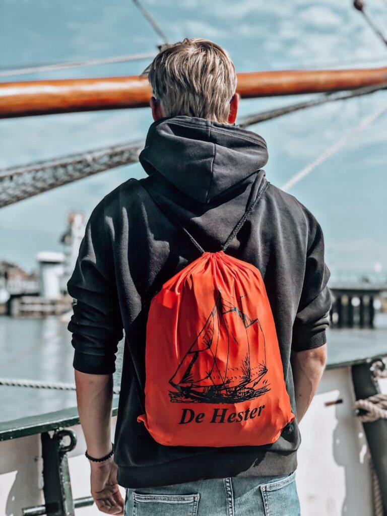 handige tas van De Hester in vrolijk rood